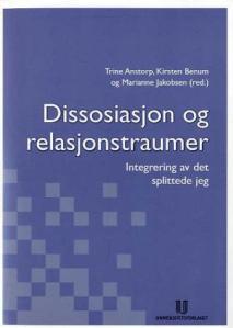 Dette er den første boken om traumer og dissosiasjon som er utgitt på norsk. Den er helt fantastisk og øker i stor grad forståelsen av dette fenomenet. Også er den veldig lettlest og skrevet på en folkelig måte. Anbefales absolutt!